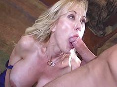 Mature blonde woman does not drop big dick at hand
